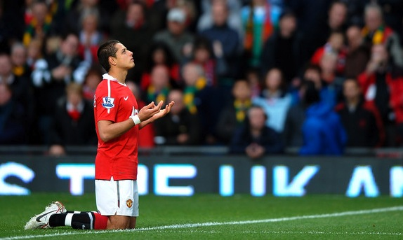 Javier Hernandez Man utd praying